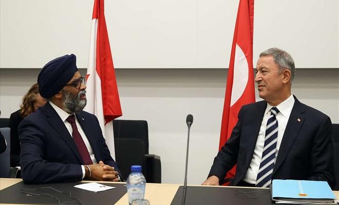 Bakan Akar Kanada Savunma Bakanı Sajjan ile görüştü