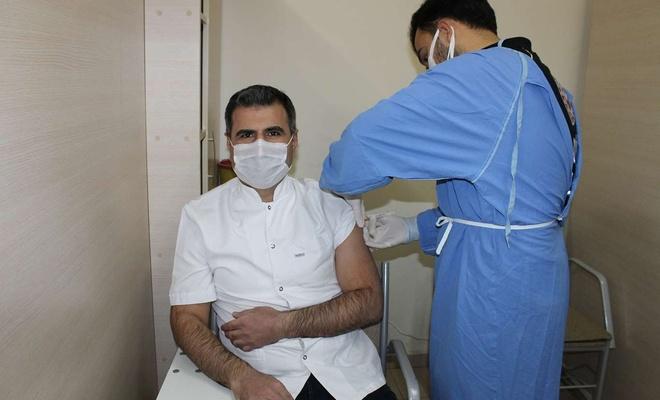 Gaziantep'te CoronoVac aşısı sağlık çalışanlarına yapıldı