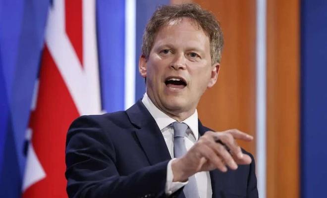 İngiltere Ulaştırma Bakanı Shapps: İhtiyacınızdan fazla benzin almayın