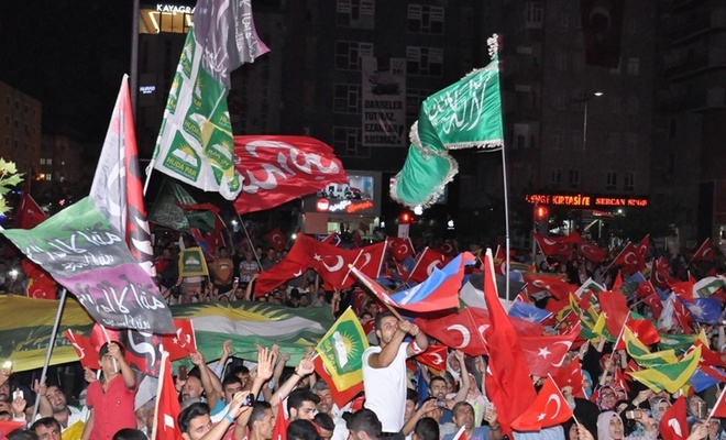 AK Parti 15 Temmuz'u magazinleştirmekle laiklere mi sundu?