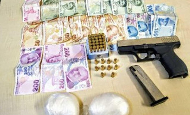 Uyuşturucu ile yakalanan 2 şüpheli gözaltına alındı