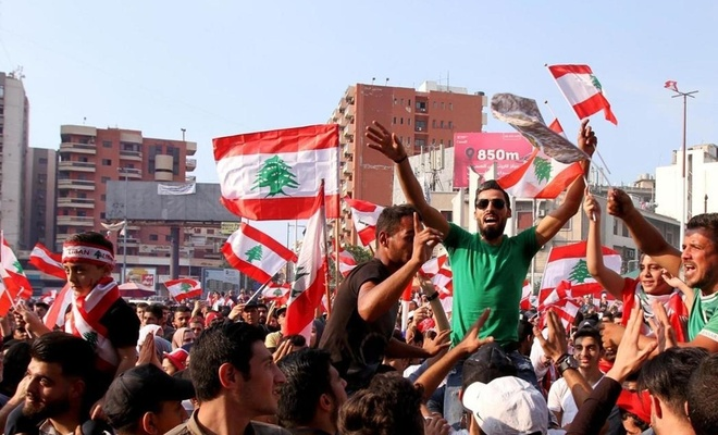 Lübnan'da ekonomik krize karşı yapılan protestolarda 35 kişi yaralandı