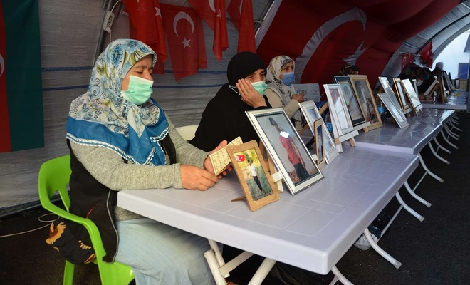 HDP il binası önündeki evlat nöbeti 454'üncü gününde de devam ediyor