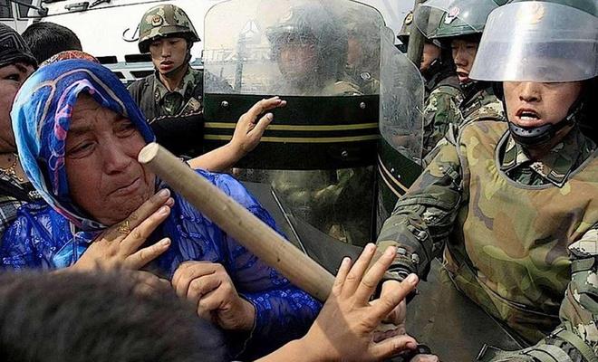 72 barodan komünist Çin zulmüne tepki