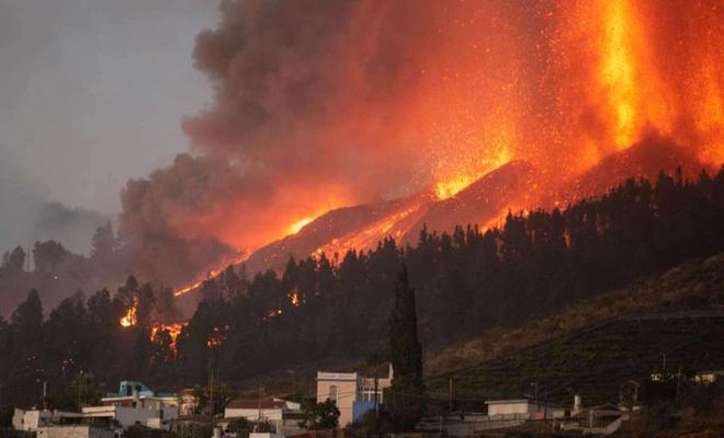 Cumbre Vieja yanardağı faaliyete geçti