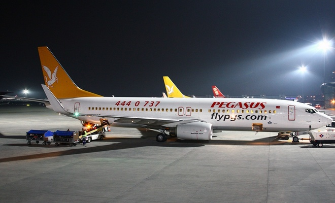 Yolcu uçağı Sabiha Gökçen'e acil iniş yaptı
