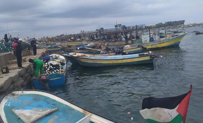Siyonist işgal çetesi Gazze'deki balıkçıların avlanma mesafesini düşürdü
