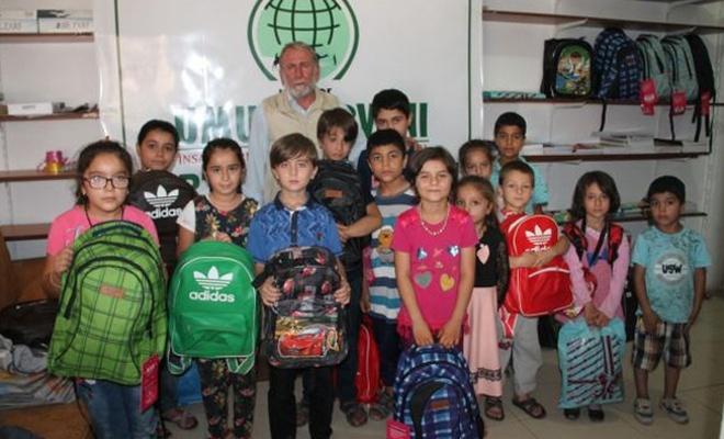 Kızıltepe Umut Kervanından öğrencilere kırtasiye yardımı