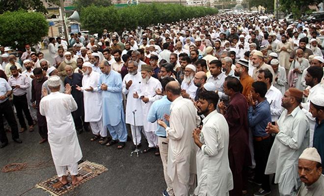 Pakistan'da Mursi için gıyabi cenaze namazı kılındı