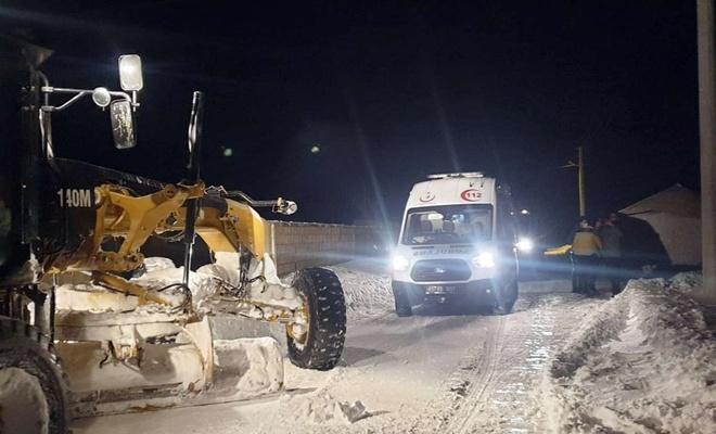 Van'da karla mücadele ekipleri 2 hastayı kurtardı