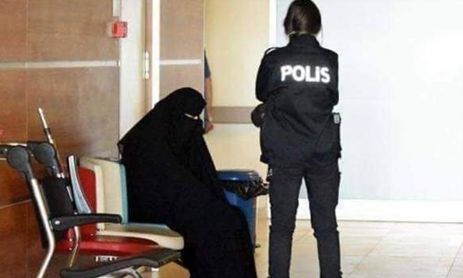 `Atatürk ilah değildir` diyen kadının annesi kovuldu