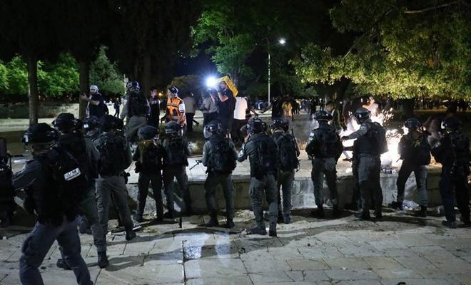 İşgalciler Mescid-i Aksa'ya girişleri engelledi
