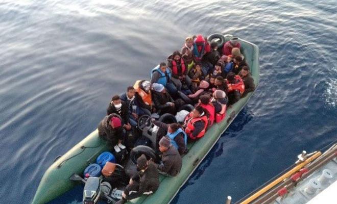 Türkiye kara sularına itilen 46 düzensiz göçmen kurtarıldı