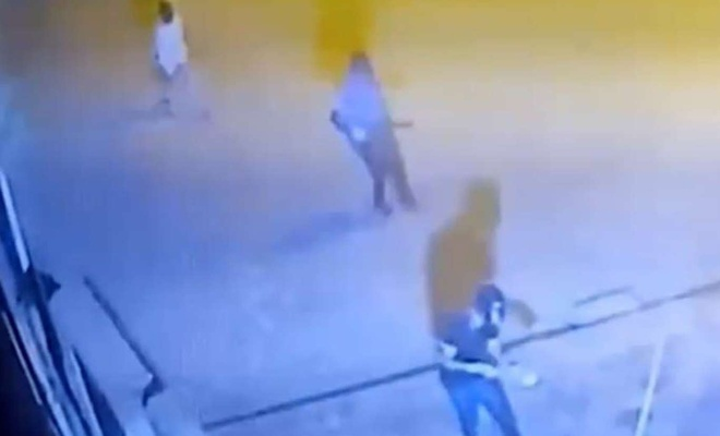 Batman'da polis karakoluna patlayıcı atan saldırganlar güvenlik kamerasına yansıdı