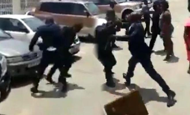 Devlet Başkanı, çalışmalarından memnun olmadığı Çalışma Bakanı'nı tekme tokat dövdü
