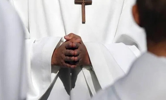 Katolik papazdan cinsel istismar itirafı