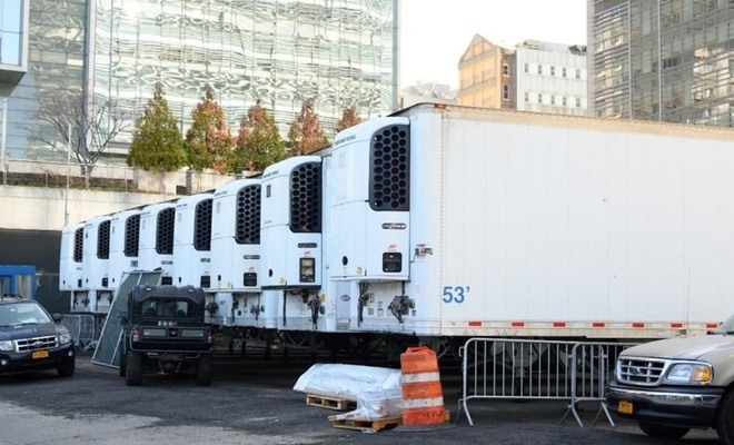 Korona kurbanlarının cesetleri bir yıldır kamyonlarda bekliyor
