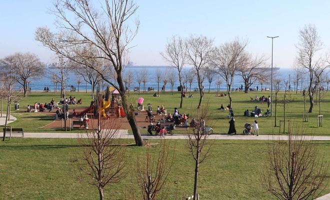 Havanın güzelliğini fırsat bilen halk park ve meydanlara akın etti