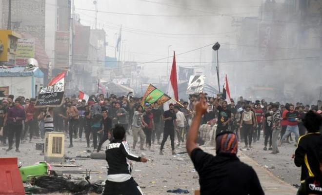 Irak'ta, protestocularla Sadr taraftarları arasındaki çatışmalarda 6 kişi öldü