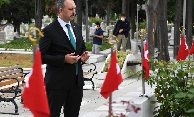 Adalet Bakanı Abdülhamit Gül'den 15 Temmuz mesajı