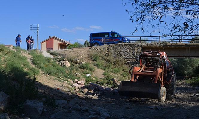 Konya`da traktör devrildi: 2 ölü
