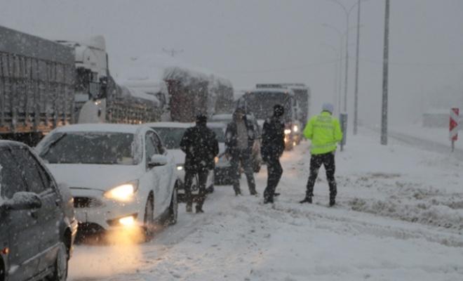 Kahramanmaraş-Kayseri kara yolu ulaşıma kapandı