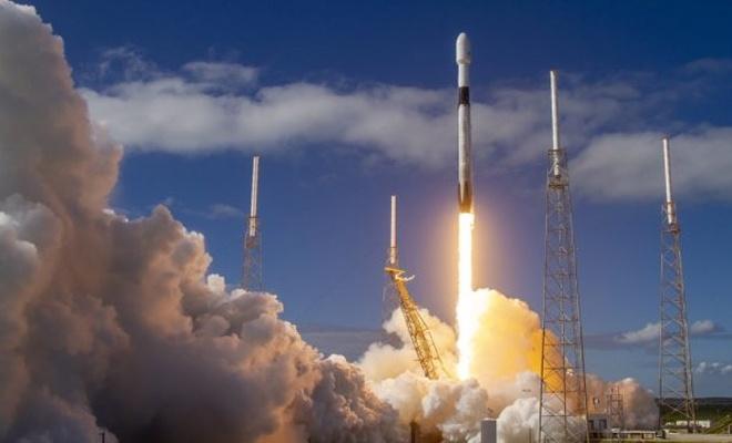Elon Musk, 60 internet uydusunu daha yörüngeye gönderdi