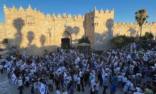 İşgalcilerin 'bayrak' provokasyonu sürüyor! Kudüs'ten canlı yayın