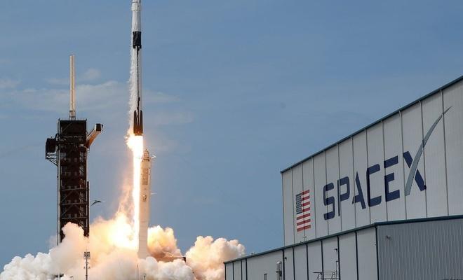 SpaceX'te çalışan mühendis: Adada aç kaldık, köle gibi çalıştık