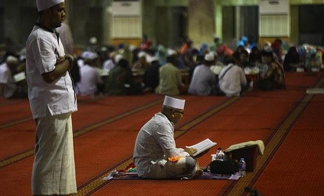 """""""İtikaf, Allah'ın emirlerine amade olduğumuzu gösterme zamanıdır"""""""