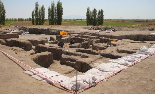 Çatalhöyük'te çoklu mezarlar bulundu