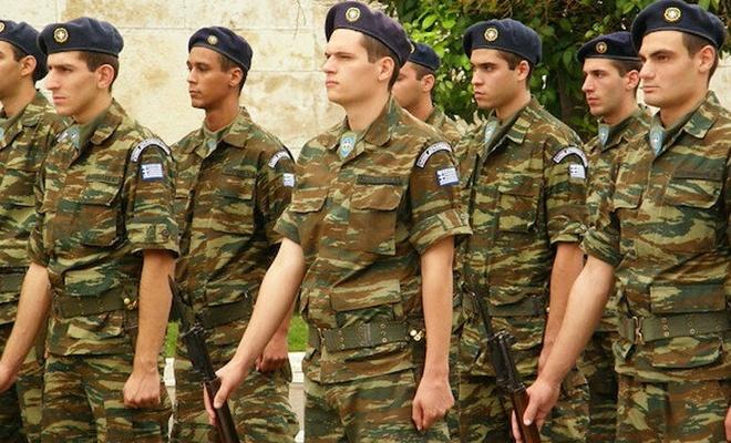 Yunanistan'da askerlik uzuyor