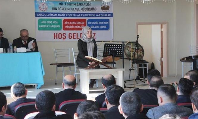 Öğrenciler Kur`an-ı güzel okumak için ter döktü