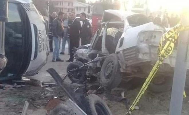 Muş'ta minibüs ile otomobil çarpıştı: 1 ölü, 1 yaralı