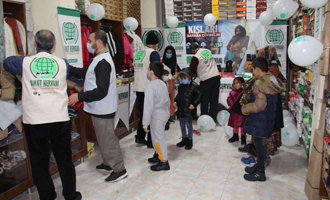 Karwana Hêvîyê ya Diyarbekirê ji 350 zarokên feqîr re alîkarîya cil û bergan kir