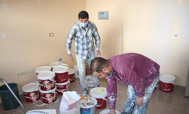 Bingöl'de koronavirüsle mücadele edilen hastaneyi ücretsiz boyadılar