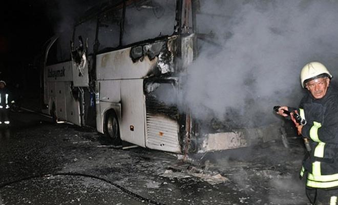 İçinde 43 kişi bulunan yolcu otobüsü alev alev yandı