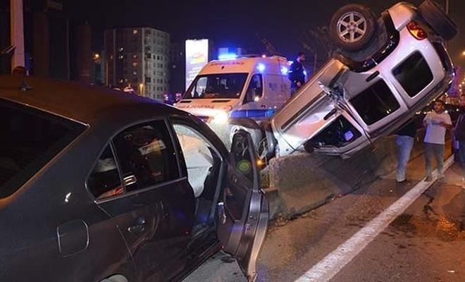Yenisahra D-100'de 4 araç birbirine girdi, trafik kilitlendi