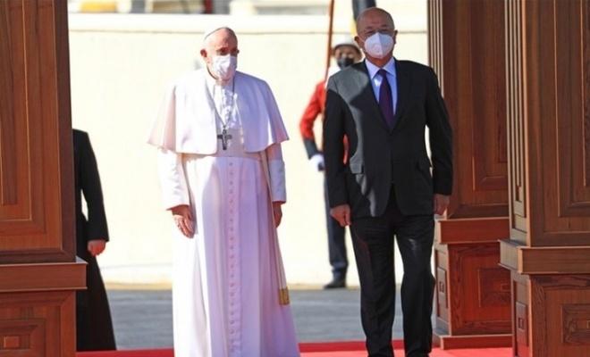 Papa ülkesine döndü