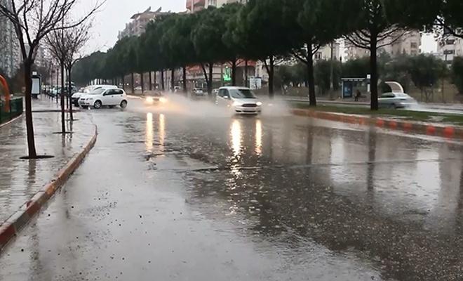 Kahramanmaraş`ta sağanak yağış