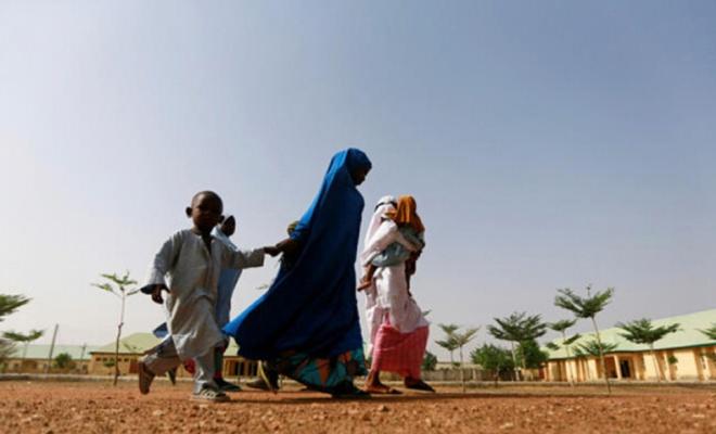 Nijerya'da kaçırılan çocukların tesliminde ateş açıldı