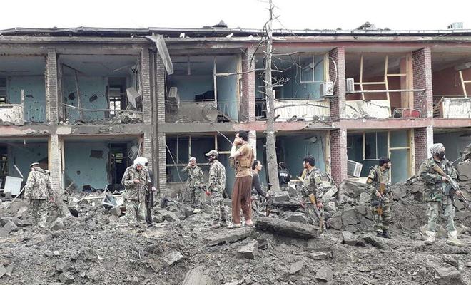 Kabil'de eğitim merkezinin önünde meydana gelen saldırıda 30 ölü