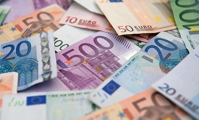 AB, Rusya'ya olan ödemelerinde euroya geçiyor