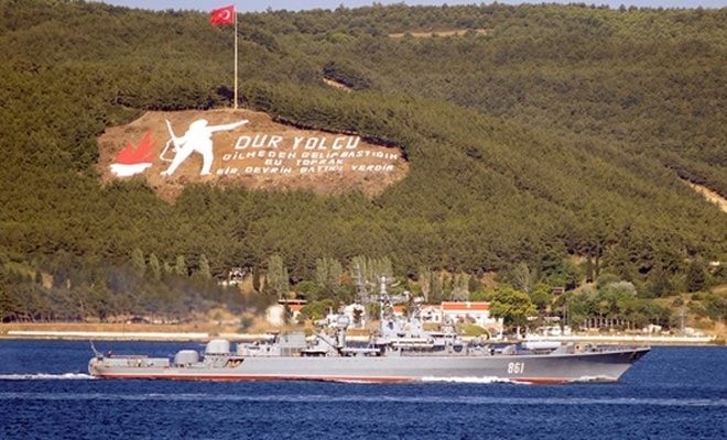 Rus askeri gemileri Çanakkale Boğazı`ndan geçti