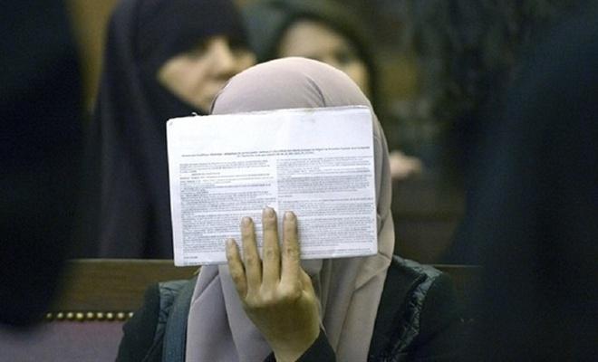 Fransız mahkeme başörtülü kadını haklı buldu
