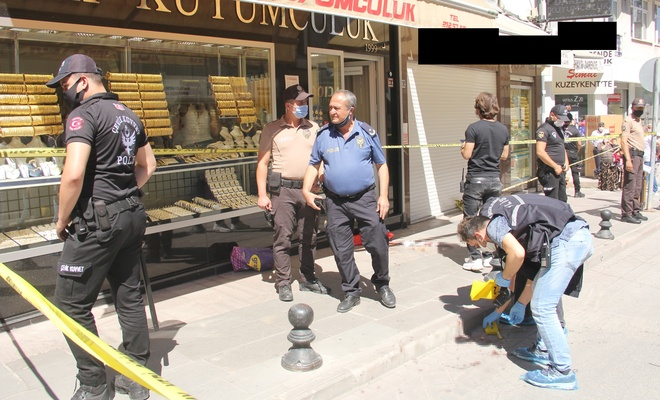 Kuyumcu, silahlı saldırıya uğradı