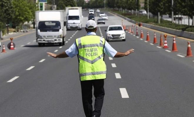 Trafik denetimlerinde 899 sürücüye para cezası
