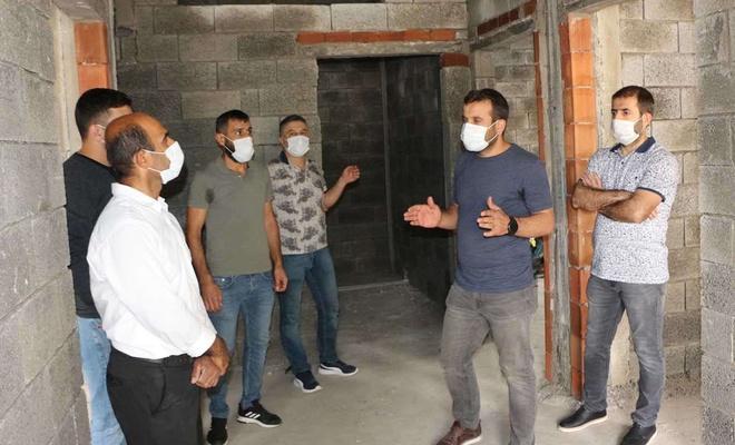 Kızıltepe'de evi yanan aileye yardım eli uzatıldı