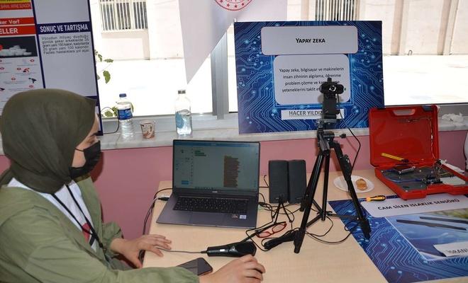 Diyarbakır'da TÜBİTAK 4006 Bilim Fuarı'nda onlarca proje sergilendi