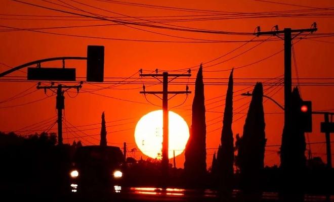 California sıcak hava dalgaları nedeniyle acil durum ilan etti